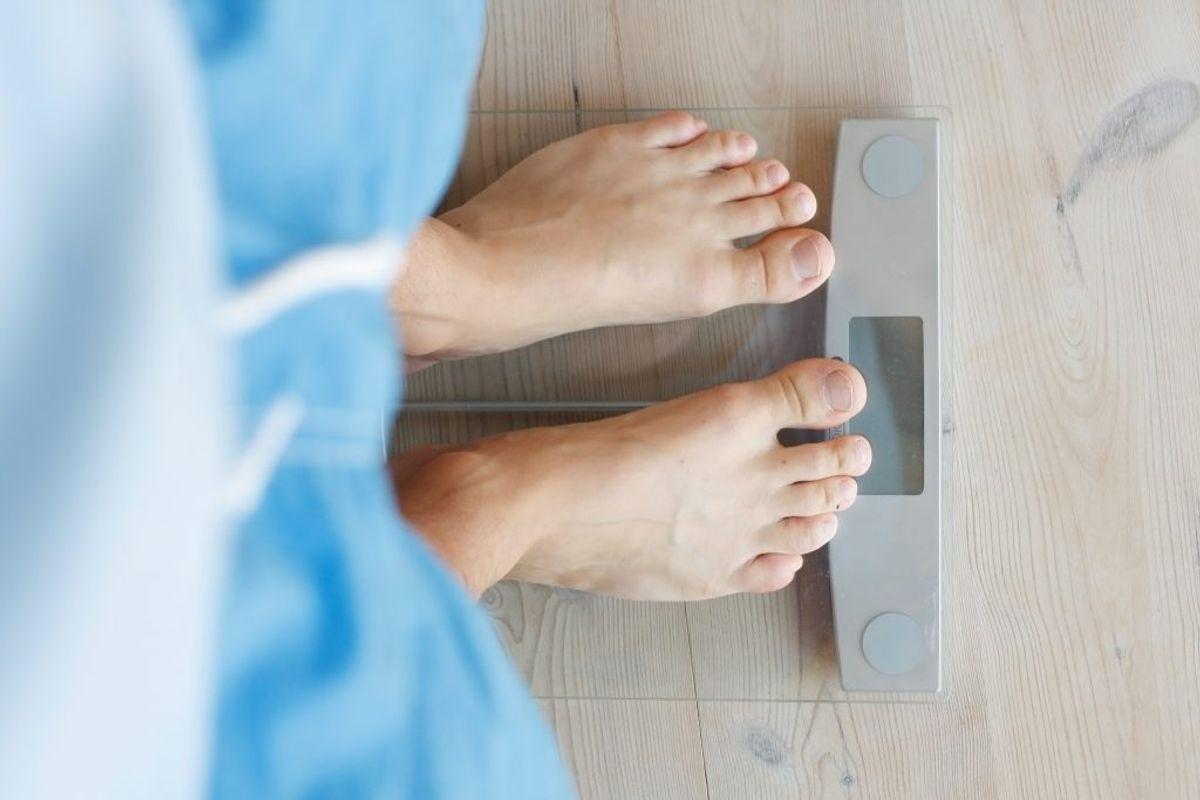 Udregn dit BMI. Det gør du ved at tage din vægt og dividere den med din højde i anden. For en person, der vejer 70 kilo og er 170 centimeter høj, ser regnestykket altså sådan ud: 70/1,7×1,7. Det giver et BMI på 24,2. Foto: Scanpix.