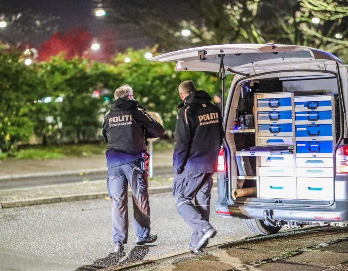 Politiet har gennemgået Hans Knudsens Plads for spor. Foto: Presse-fotos.dk