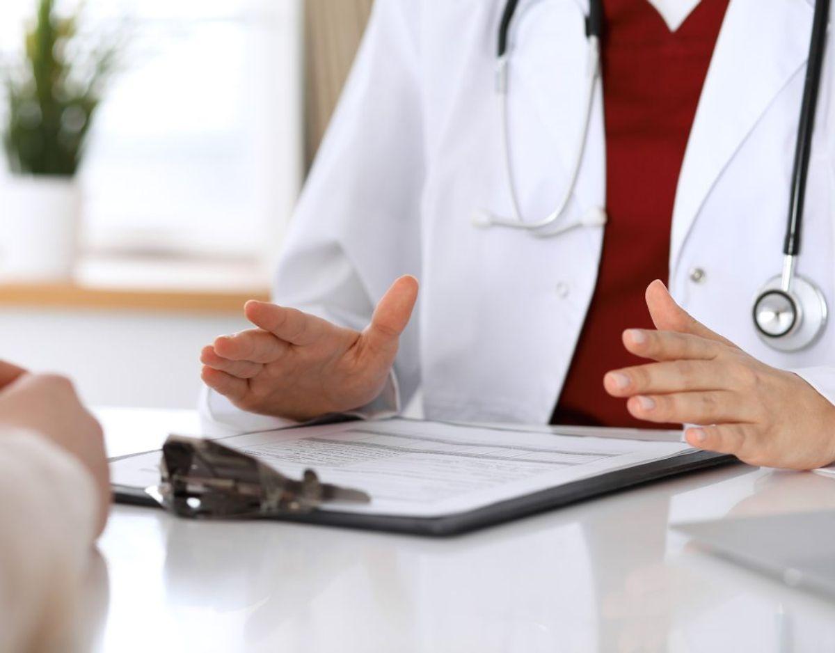 Kontakt lægen for udelukkelse af sygdom og til stillingtagen til behandling. Genrefoto.