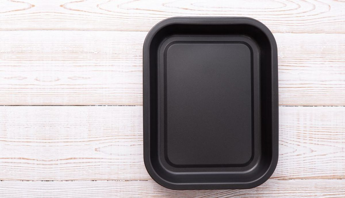 Hæld vand i en bradepande, stil den i ovnen og lad ovnen være natten over. Foto/kilde: Colourbox/Bolius.