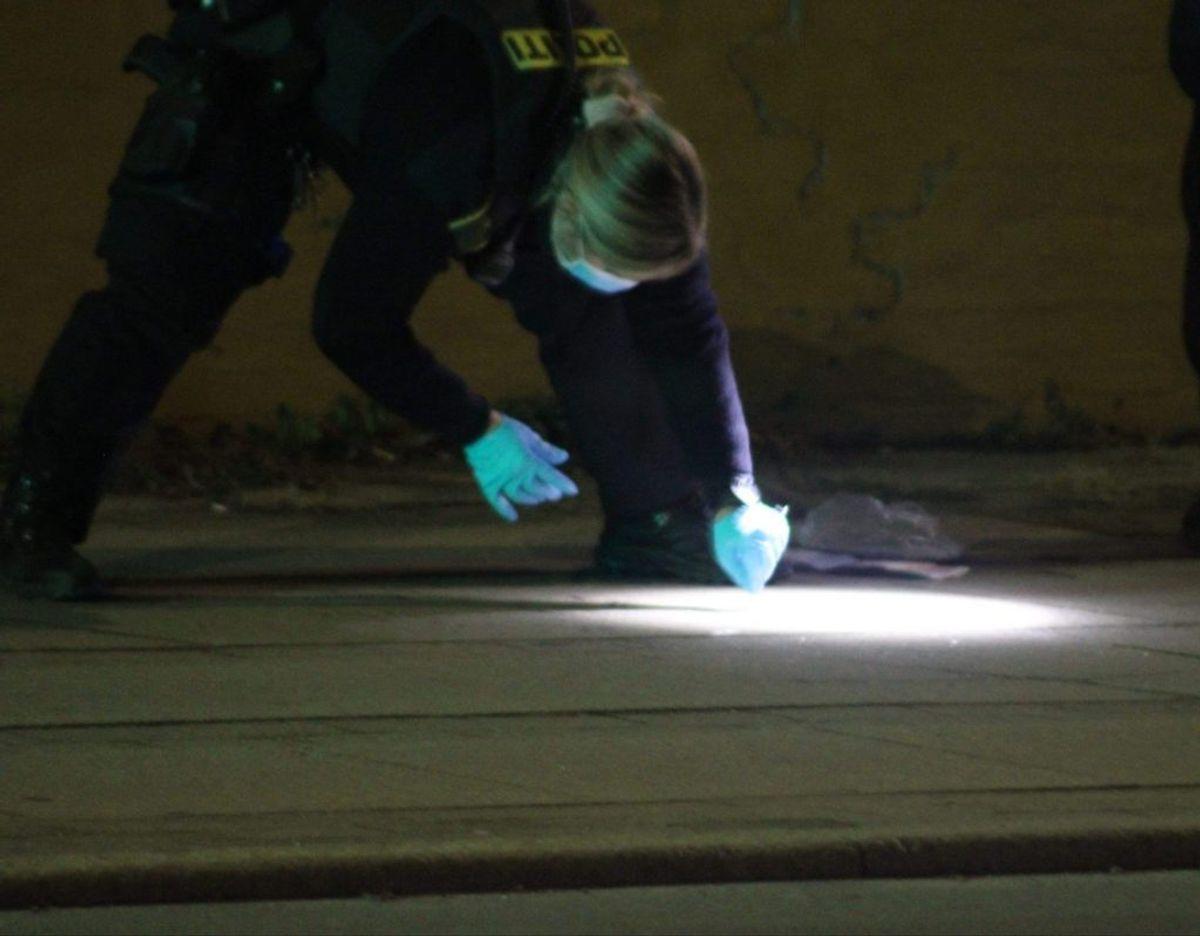Politiet har ikke meget at gå efter i forbindelse med en anmeldelse om et større slagsmål i Holbæk. KLIK FOR FLERE BILLEDER FRA STEDET. Foto: Presse-fotos.dk