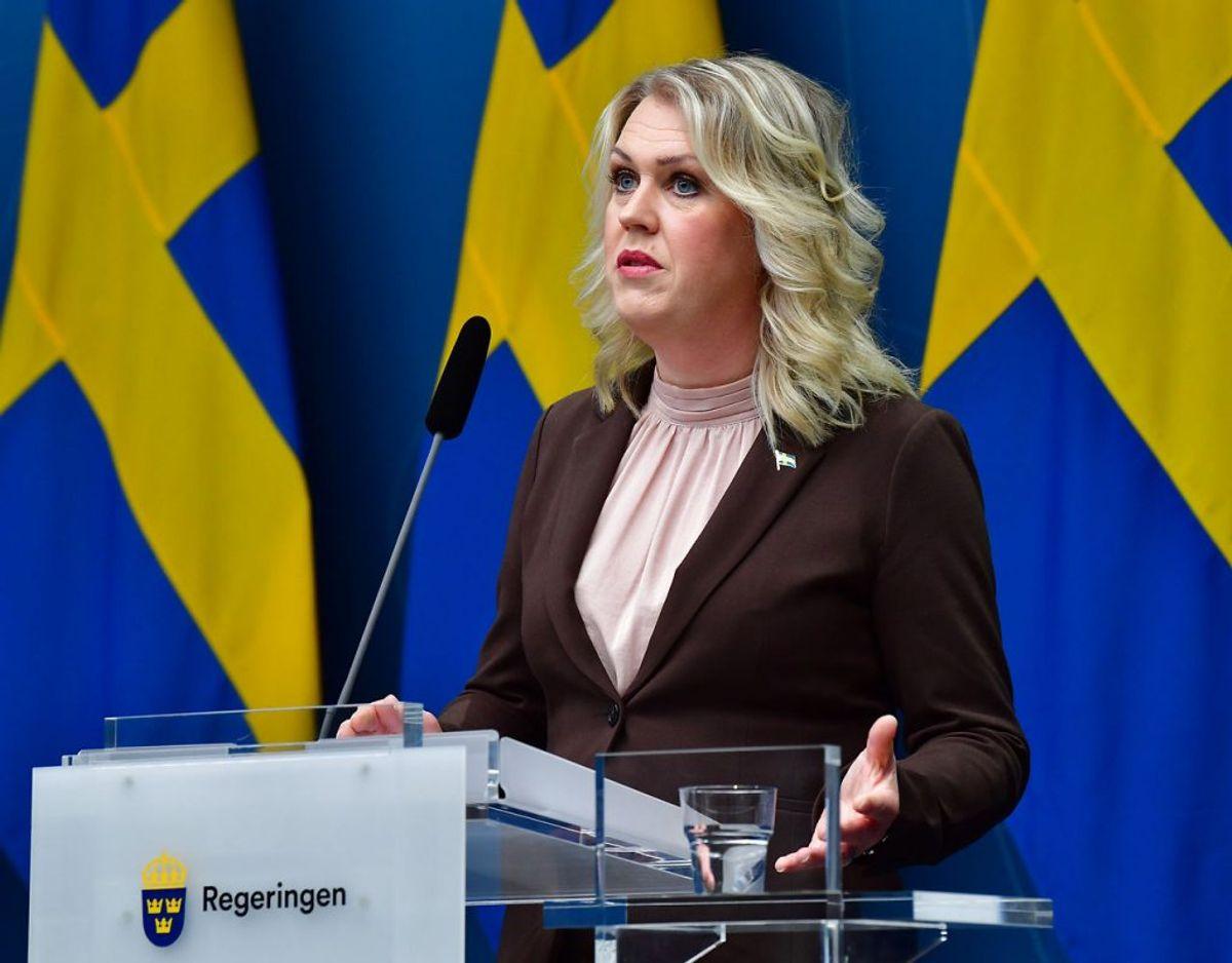 Sveriges socialminister Lena Hallengren har nemop meldt ud, at vaccinen forventes at vaccinen lande i Sverige lige efter jul, og at man herefter straks går i gang med at bruge den. Klik videre for flere billeder. Foto: Scanpix/Jonas Ekströmer / TT Kod: 10030.