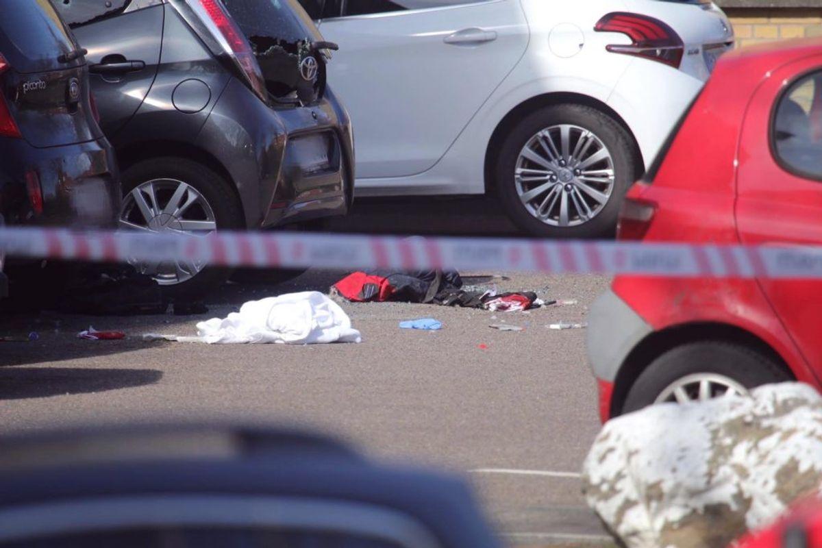 Den unge mand sad i sin bil, da han blev likvideret. Klik for mere. Foto: Presse-fotos.dk