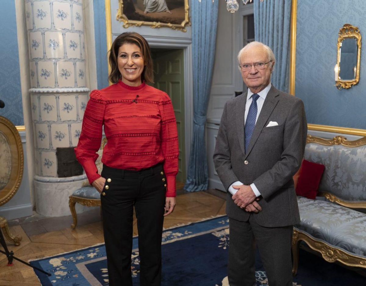 Rania Shemoun Olsson ses her sammen med kong Carl Gustaf på Drottningholm Slot i Stockholm. Klik videre i galleriet for flere billeder. Foto: Johan Österberg/TV4.