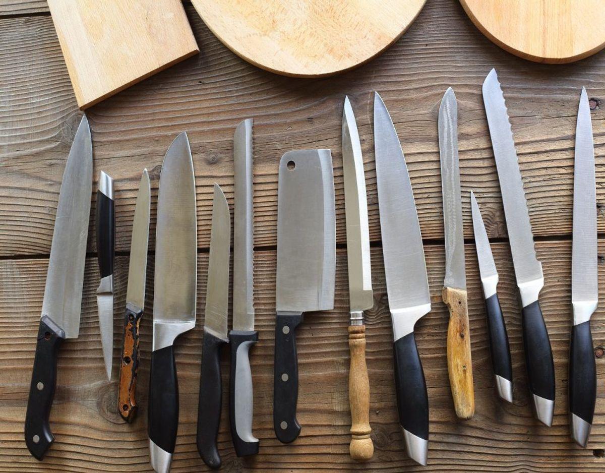 Køkkenskufferne kan være fyldte med knive, skeer og andet. Overvej om du behøver dem alle. Foto: Colourbox