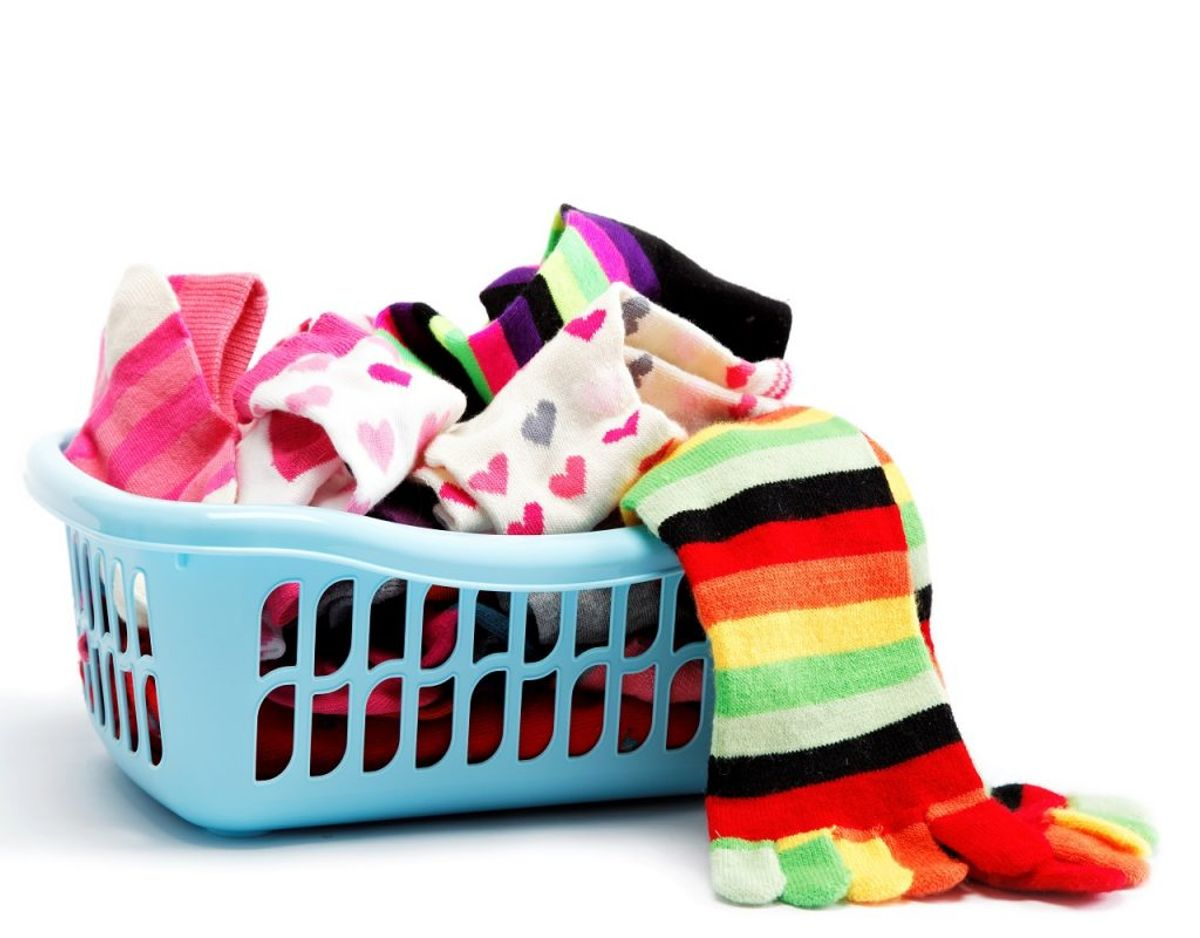 Har du sokker, der er i alskens forskellige farver og ikke passer sammen, så er det måske værd at gå igennem med tættekammen. Foto: Colourbox
