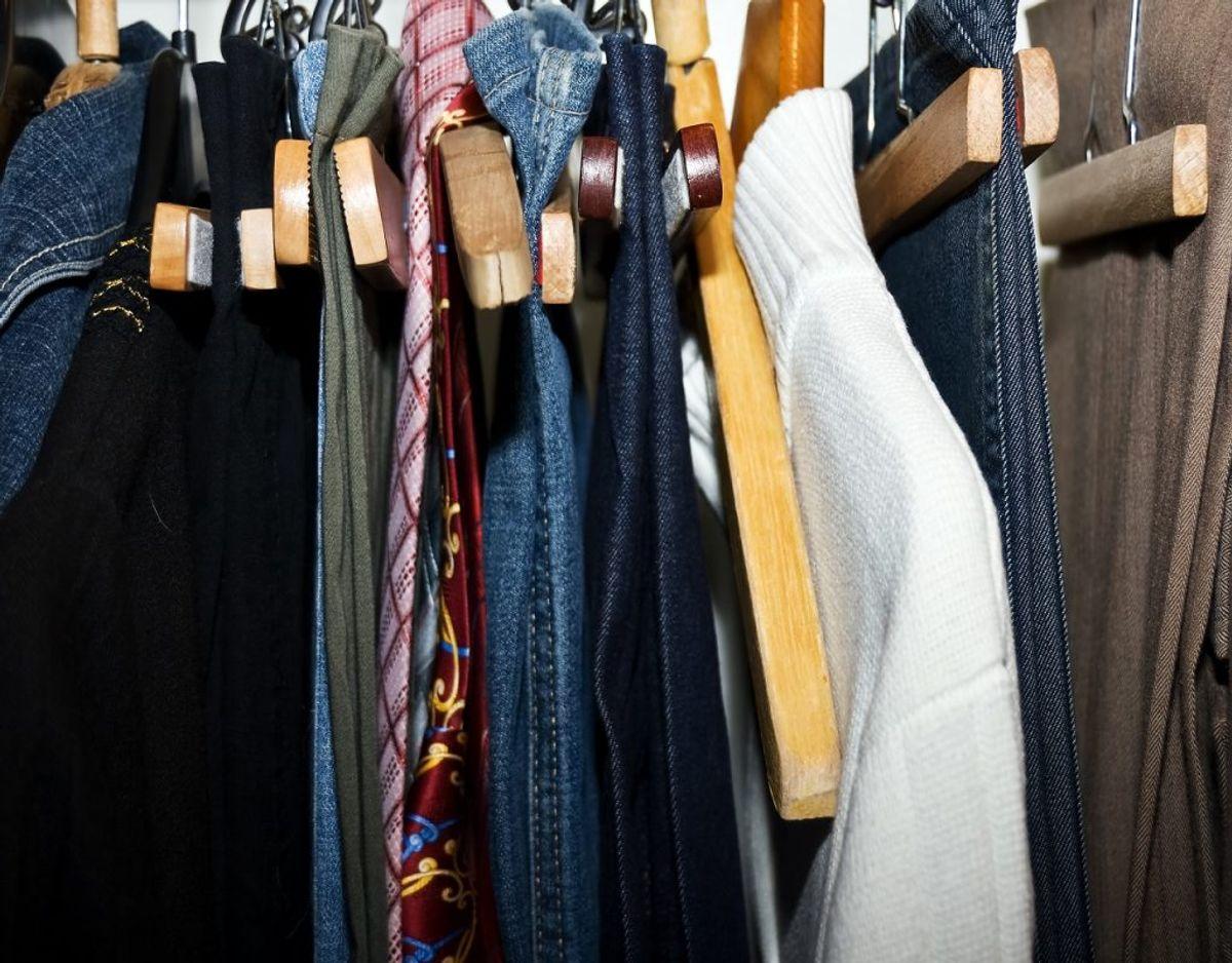 Gå dit tøj igennem og vær kritisk. Foto: Colourbox