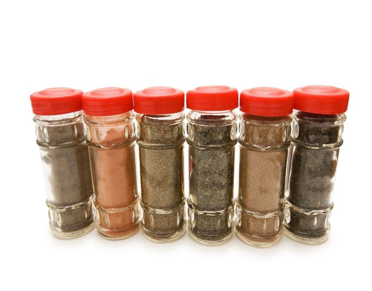 Krydderier kan blive for gamle, så tjek lige krydderihylden igennem. Foto: Colourbox