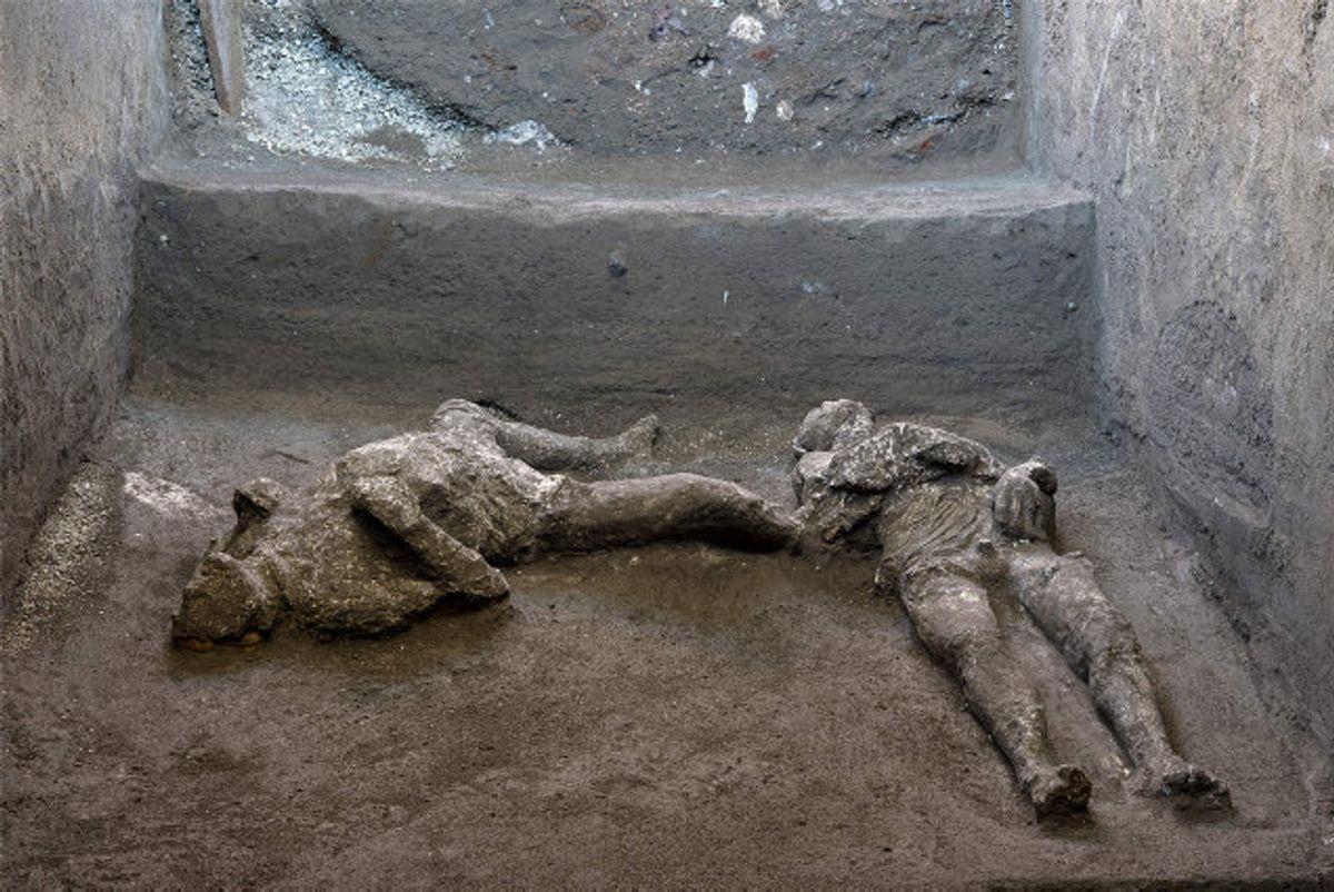 Arkæologer i Pompeji har rekonstrueret ligene af to mænd, som var ofre for vulkanudbruddet i Vesuv for næsten 2000 år siden i det sydlige Italien. Foto: Handout/AFP/POMPEII ARCHAEOLOGICAL PARK.