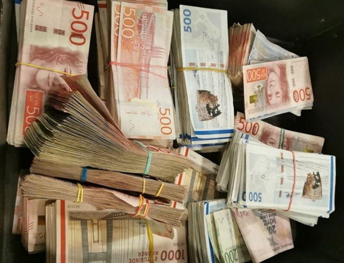 De mange penge blev konfiskeret fra i alt seks personer. foto: Toldstyrelsen.