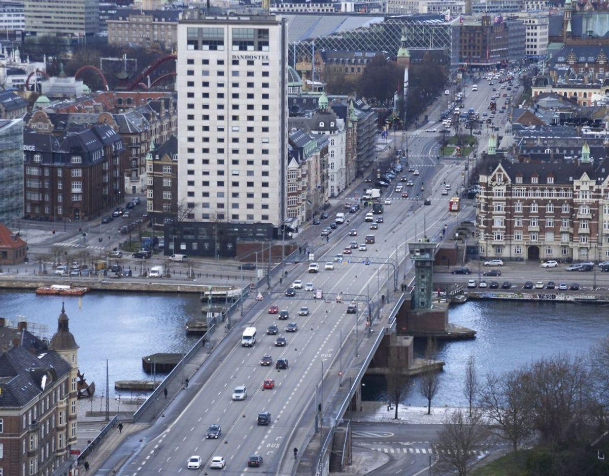 Det var her på Langebro, der forbinder Amager med resten af København, den fartglade bilist blev snuppet. Arkivfoto: Scanpix.