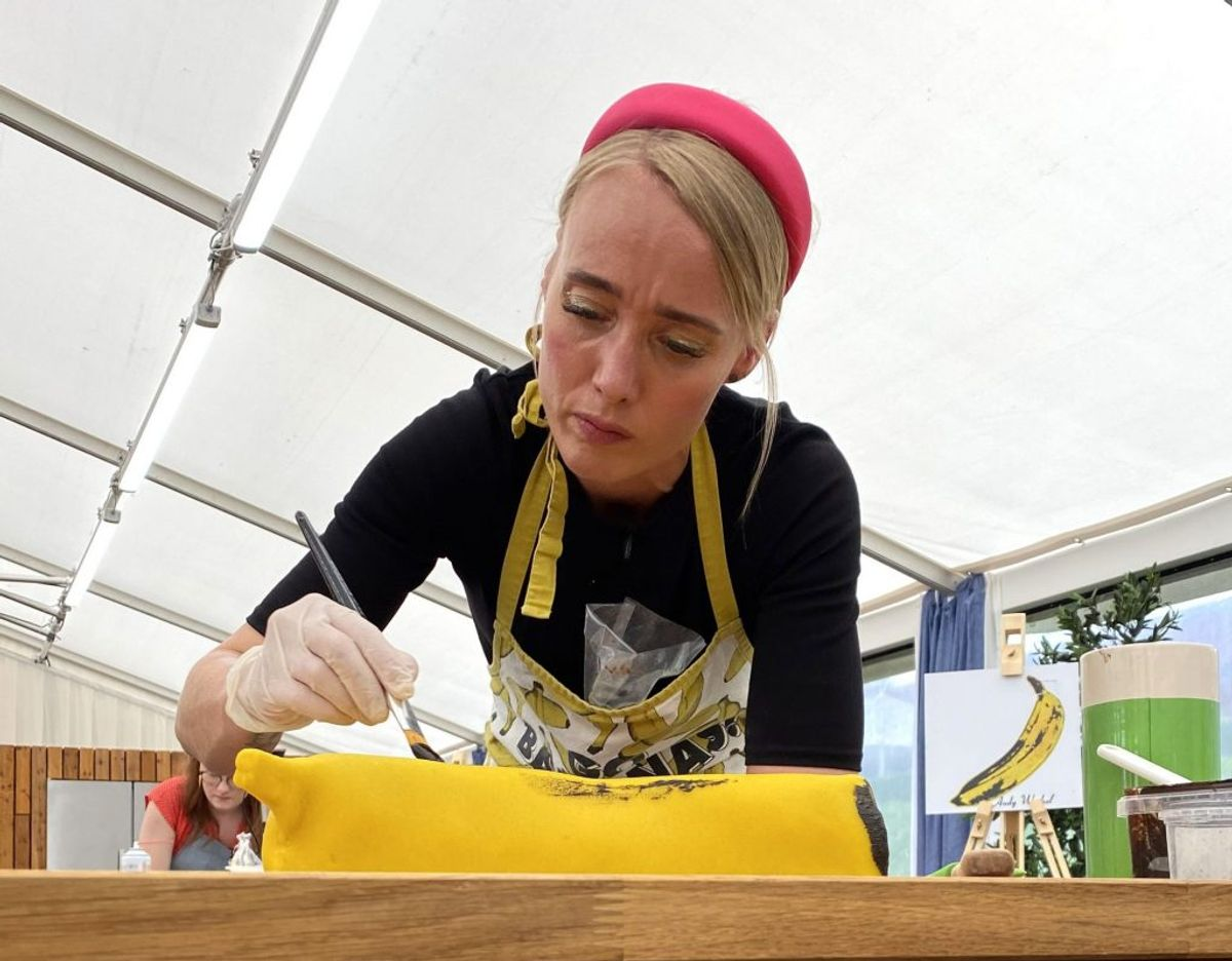 Semifinalisterne skal udtrykke kendte kunstværker, lave et museum i kage og skulpturelle portionskager. Foto: DR