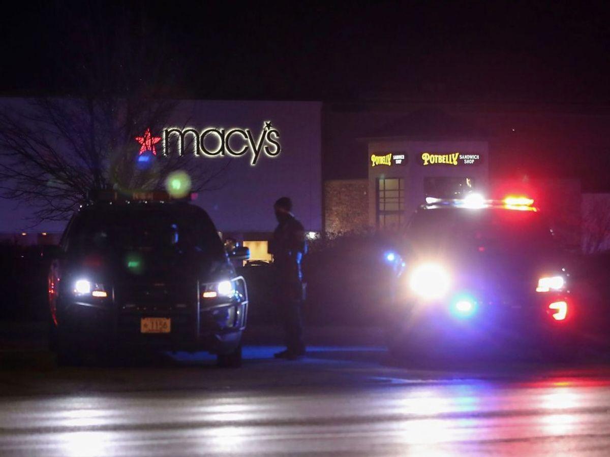 Otte personer er såret i et masseskyderi i et indkøbscenter. Foto: KAMIL KRZACZYNSKI/Scanpix.