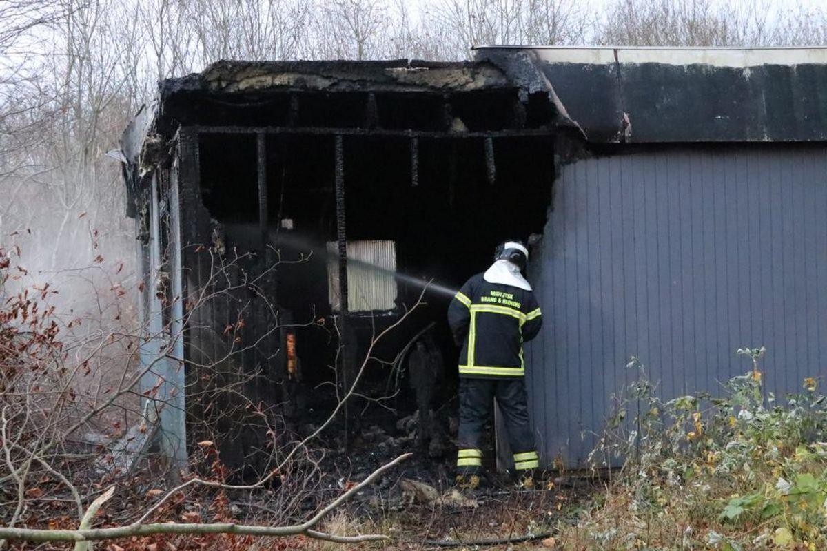 Der er sket voldsomme indvendige ødelæggelser i bygningen. Foto: Øxenholt Foto