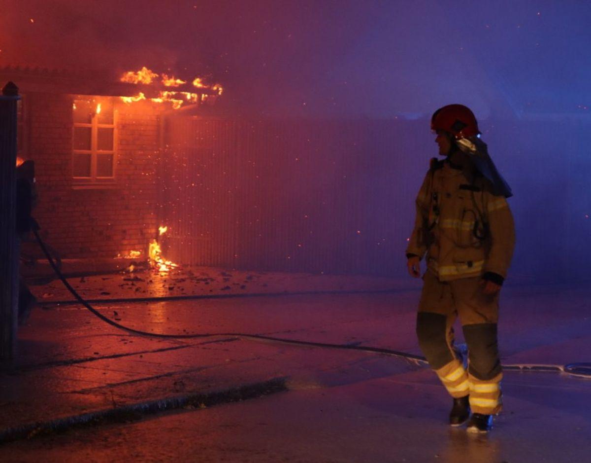 Brandvæsnet reddede husets beboer ud. Foto: Presse-fotos.dk.