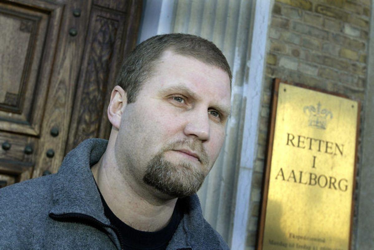 Jørn Jønke Nielsen er smidt ud af rockerklubben Hells Angells, som han har været med til at stifte i Danmark. Han ses her i 2002, da han forlader Retten i Aalborg. (Arkivfoto). Foto: Henning Bagger/Scanpix