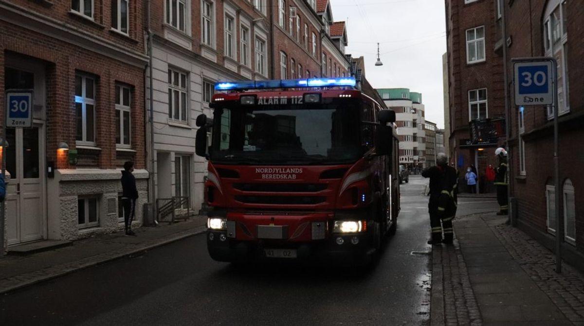 Brandvæsen rykket ud til brand. KLIK FOR FLERE BILLEDER. Foto: Presse-fotos.dk