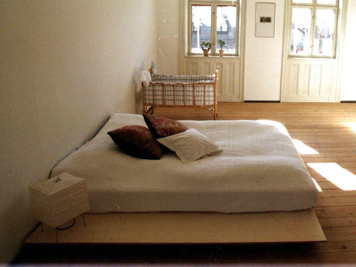 Din seng er omgivet af bakterier. Her er der tale om husstøvmider og døde hudceller. Foto: Ritzau Scanpix/ Arkiv