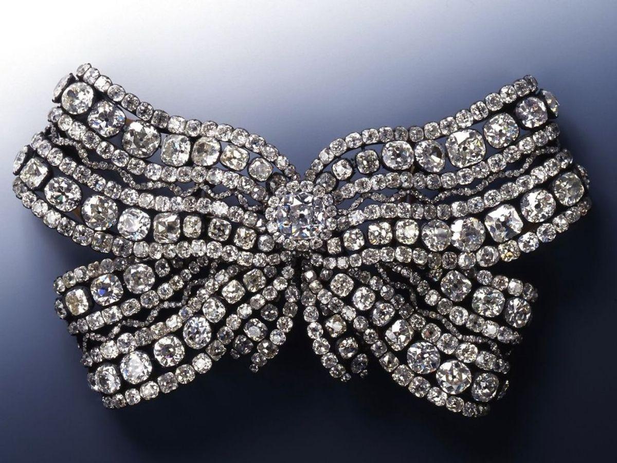 Tyvene slap afsted med en masse diamantindkapslede smykker. Foto: Juergen Karpinski / Green Vault (Gruenes Gewoelbe) / AFP