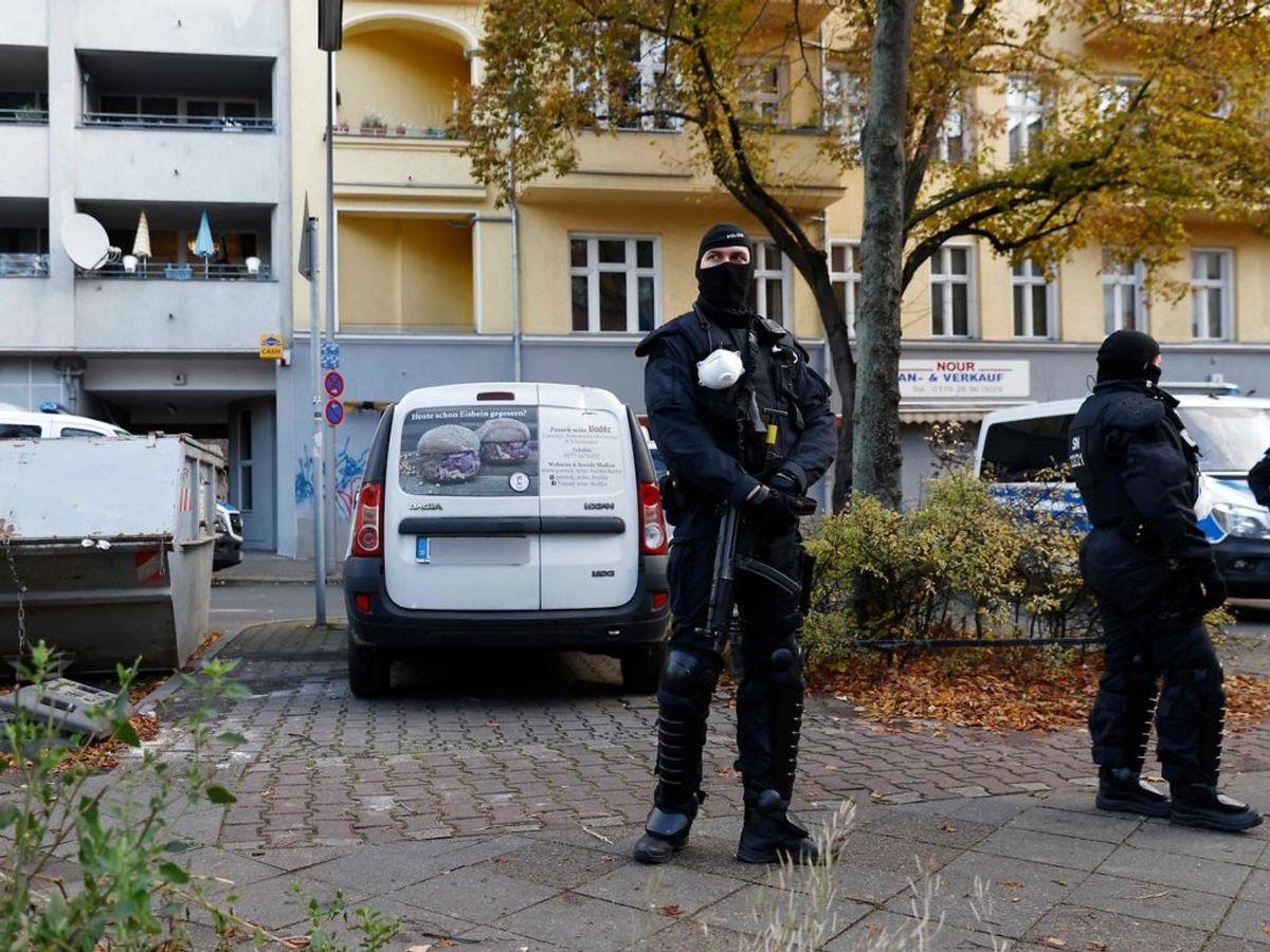 Tysk politi har de seneste dage foretaget ransagninger på 18 adresser i Berlin og fortsætter. KLIK VIDERE OG SE FLERE BILLEDER. Foto: Odd ANDERSEN / AFP