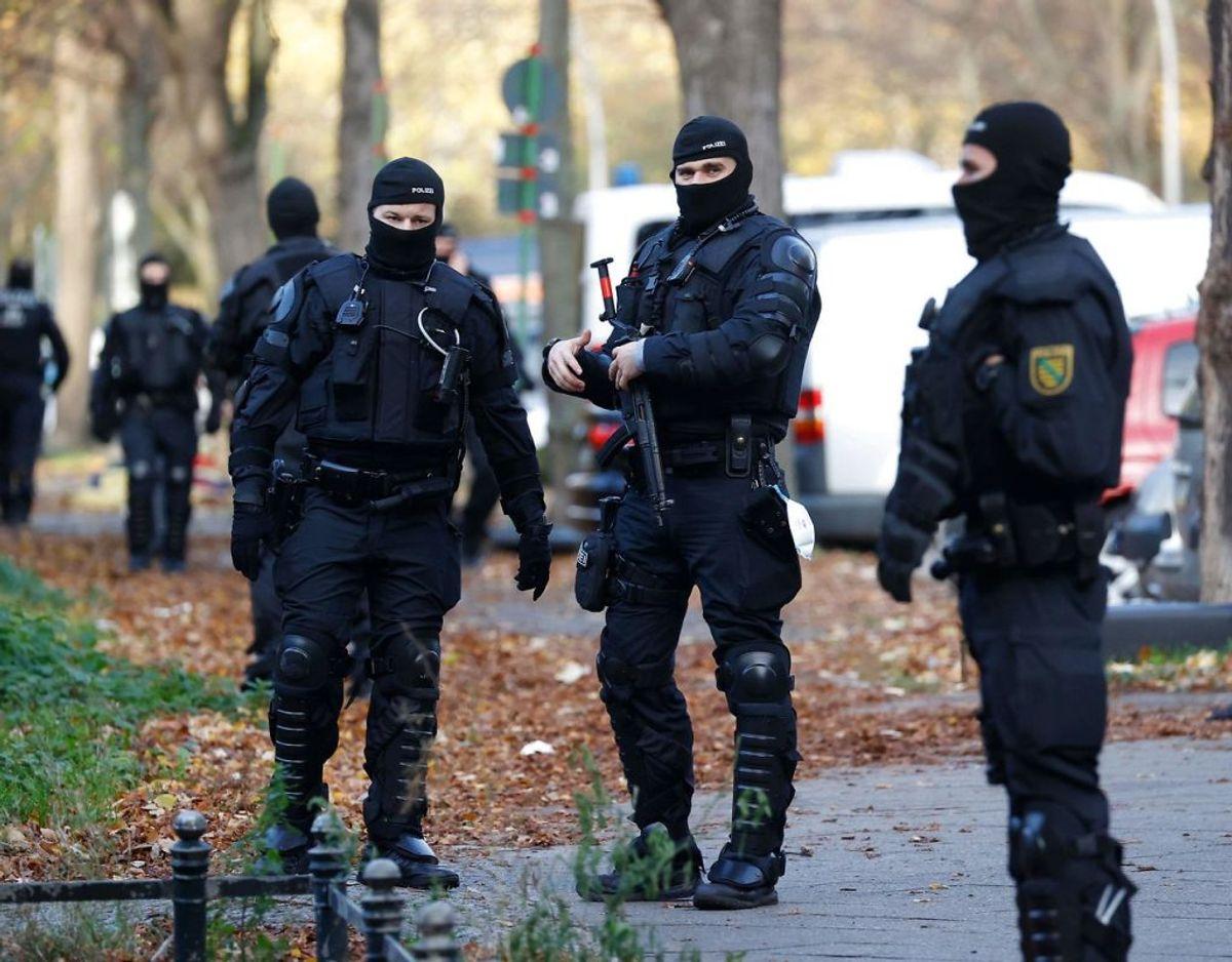 1640 betjente deltog i anholdelsesaktionen. Foto: Odd ANDERSEN / AFP