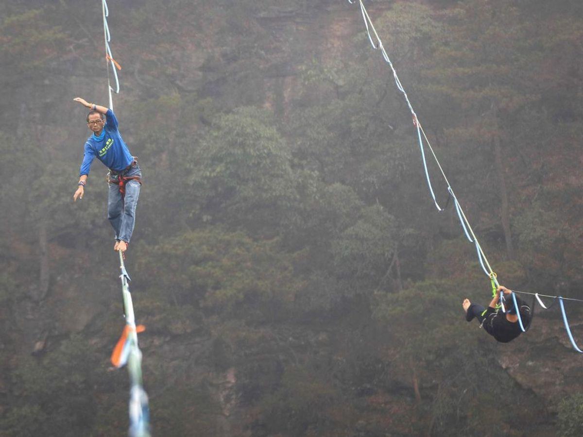 Der er 1000 meter mellem bjergene.(Foto: STR / AFP/Scanpix).