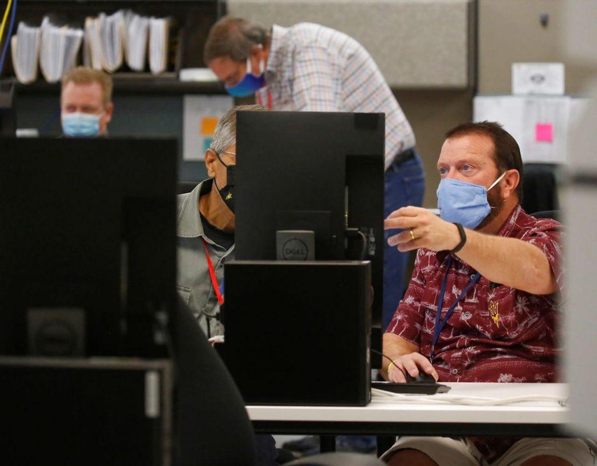 Fra staten Arizona forlød det, at stemmer udfyldt med en særlig tuschpen blev afvist. I sidste ende var amtet Marciopa County nødt til officielt at melde ud, at typen af pen ingen indflydelse har på, om din stemme bliver talt. Foto: Scanpix/Jim Urquhart