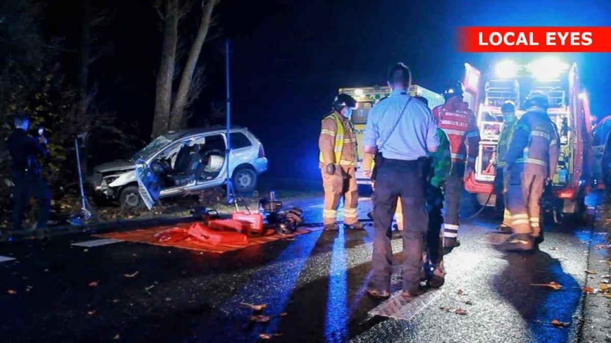 En 23-årig bilist har brækket ryggen i en ulykke natten til søndag. KLIK VIDERE OG SE FLERE BILLEDER. Foto: Local Eyes