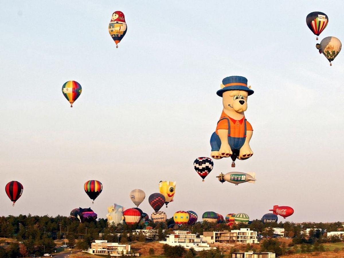 14. november steg mange smukke luftballoner til vejr i den international ballonfestival. KLIK for flere billeder. (Foto: ULISES RUIZ/Scanpix).