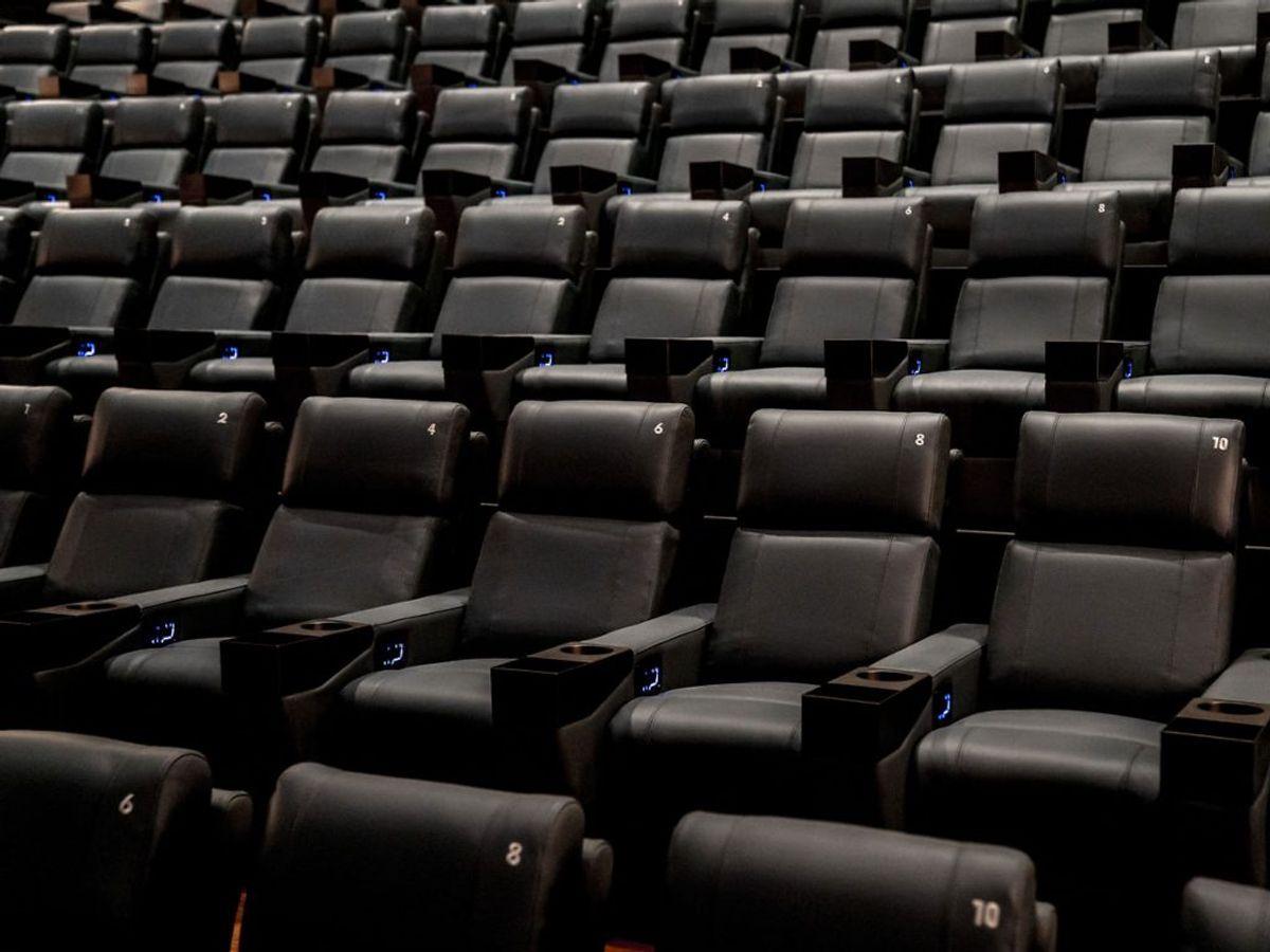 Alle kulturelle tilbud som biografer, teatre og biblioteker skal holde lukket. Foto: Asger Ladefoged/Scanpix.