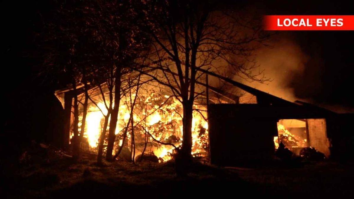 Branden brød ud søndag aften. Foto: Local Eyes
