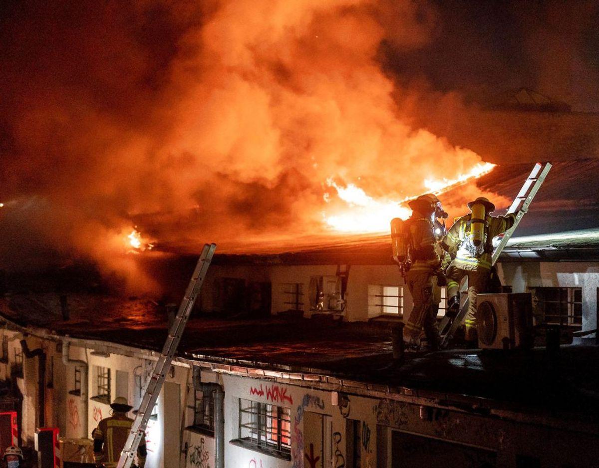 Branden opstod i et spisested ved U-Bahn-stationen Onkel Toms Hütte og bredte sig senere. Foto: Scanpix.