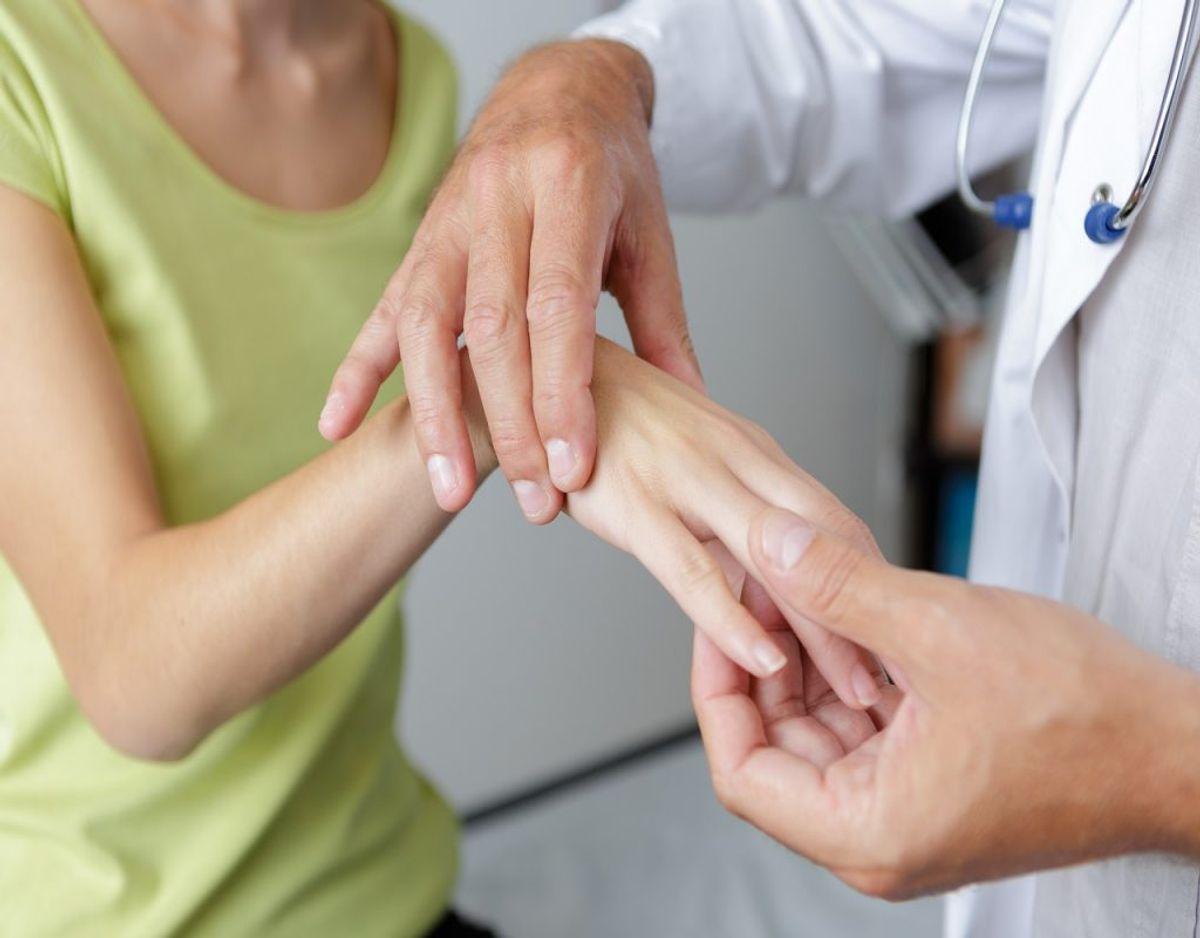 Kolde fingre og hænder er god grund til at tage til lægen. KLIK VIDERE OG SE HVORFOR. Foto: Colourbox