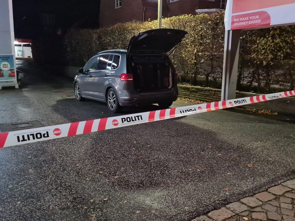 Røveri mod tankstation. KLIK FOR FLERE BILLEDER. Foto: Presse-fotos.dk