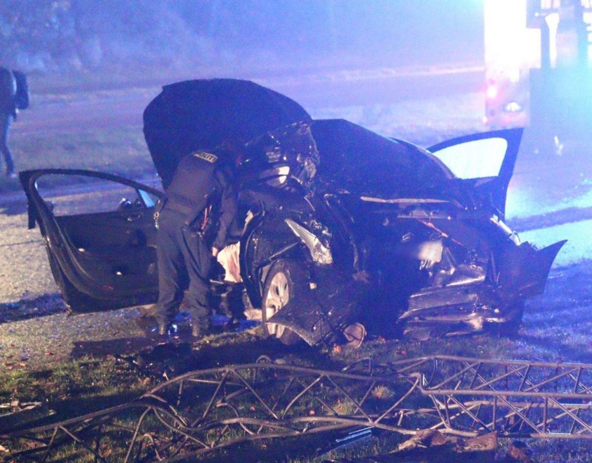 Natten til fredag skete en ulykke i selvsamme kryds, hvor de to kvinder blev dræbt. Foto: Presse-fotos.dk.