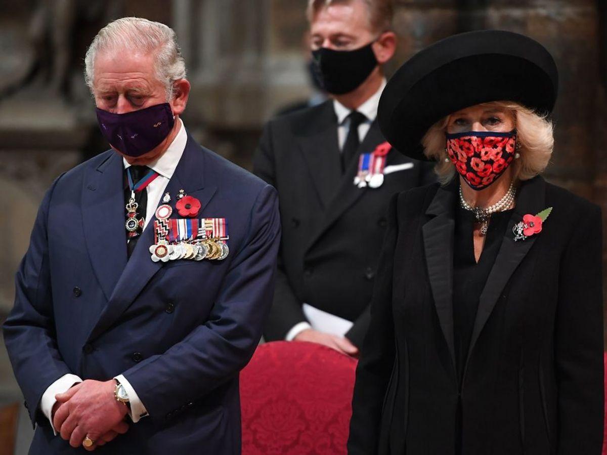 Hertuginde Camilla sendte en skjult besked ved hjælp af sin påklædning. KLIK VIDERE OG SE HVORDAN. Foto: Jeremy Selwyn / POOL / AFP