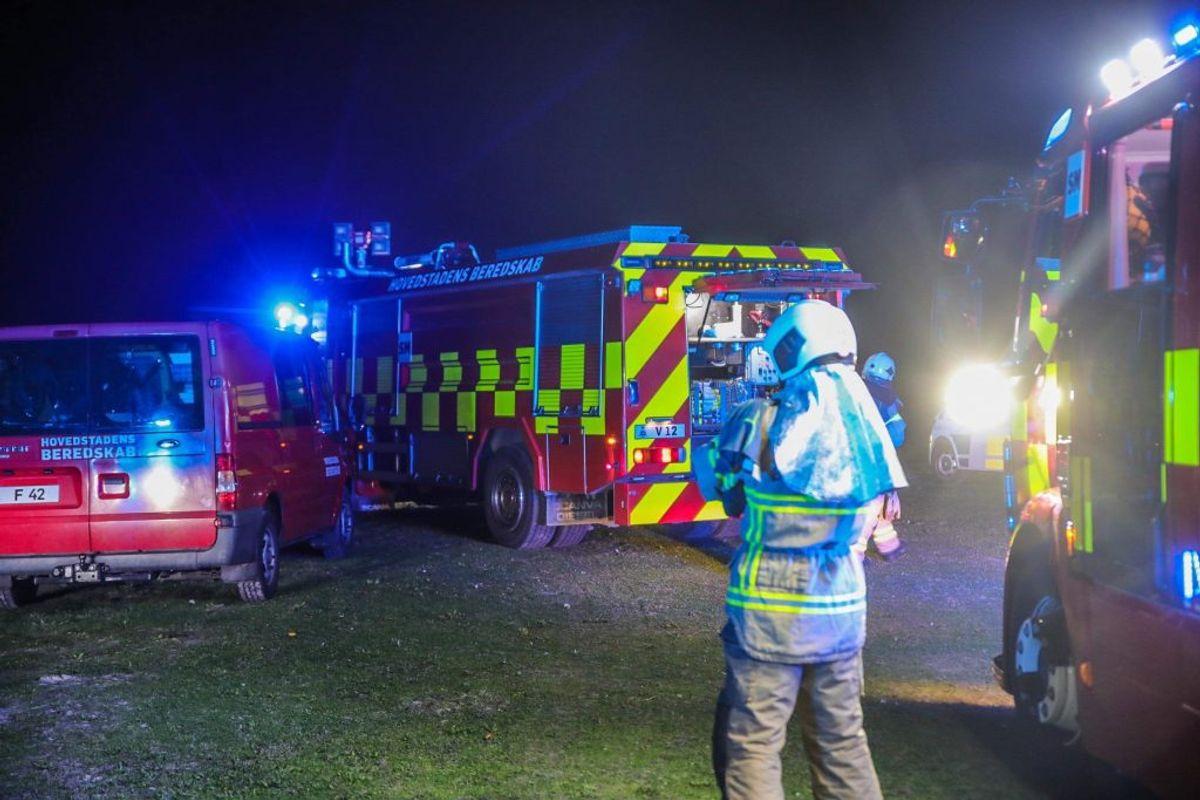 Torsdag aften opstod der brand i et el-skab i Dragør Søbad. KLIK for flere billeder. Foto: Presse-fotos.dk.