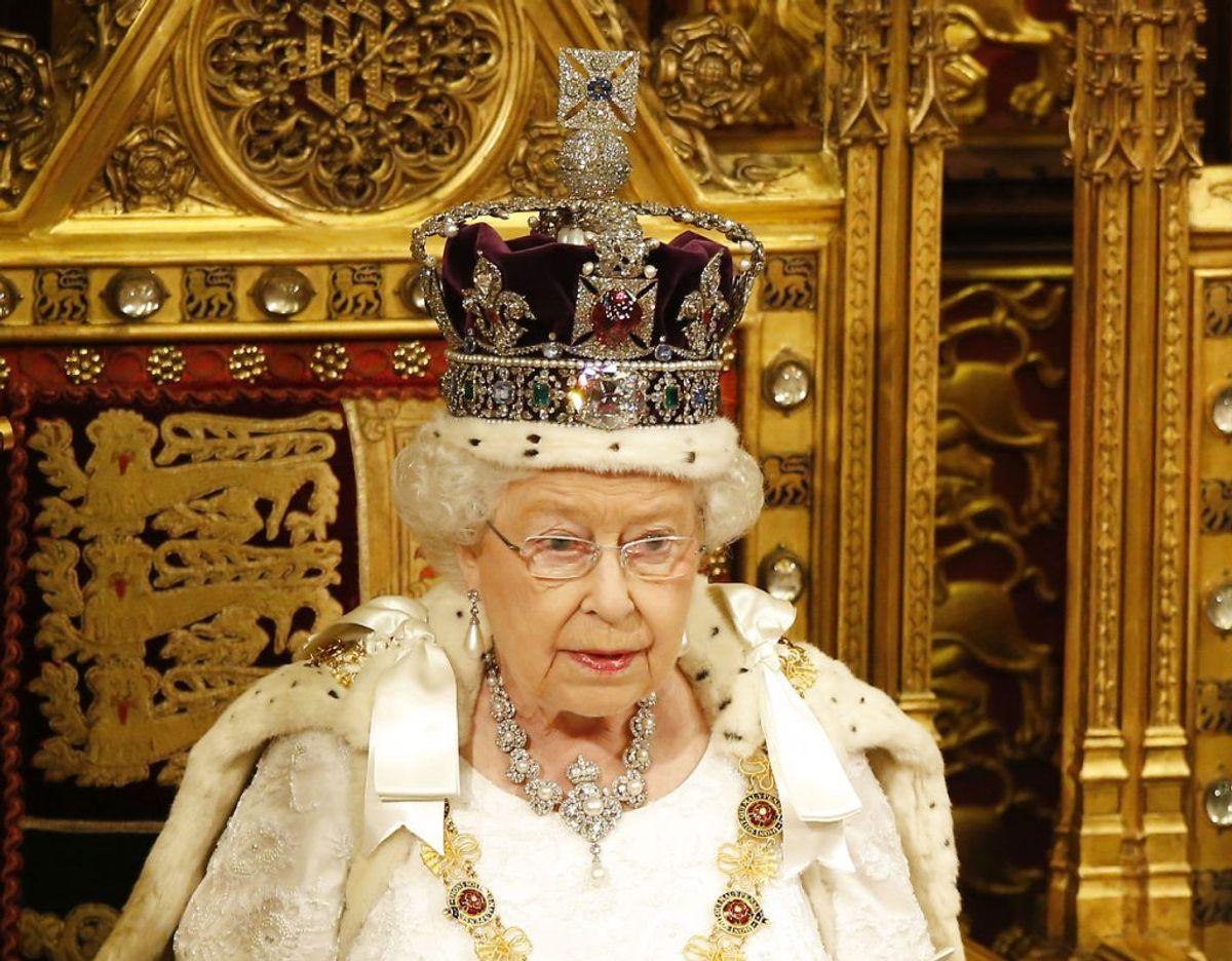 Den 2. februar 2022 har dronning Elizabeth siddet på den britiske trone i 70 år. Allerede nu melder regeringen ud, at det vil blive markeret med en fire dage lang fejring i juni samme år. Klik videre i galleriet for flere billeder. Foto: Scanpix/REUTERS/Alastair Grant/Pool