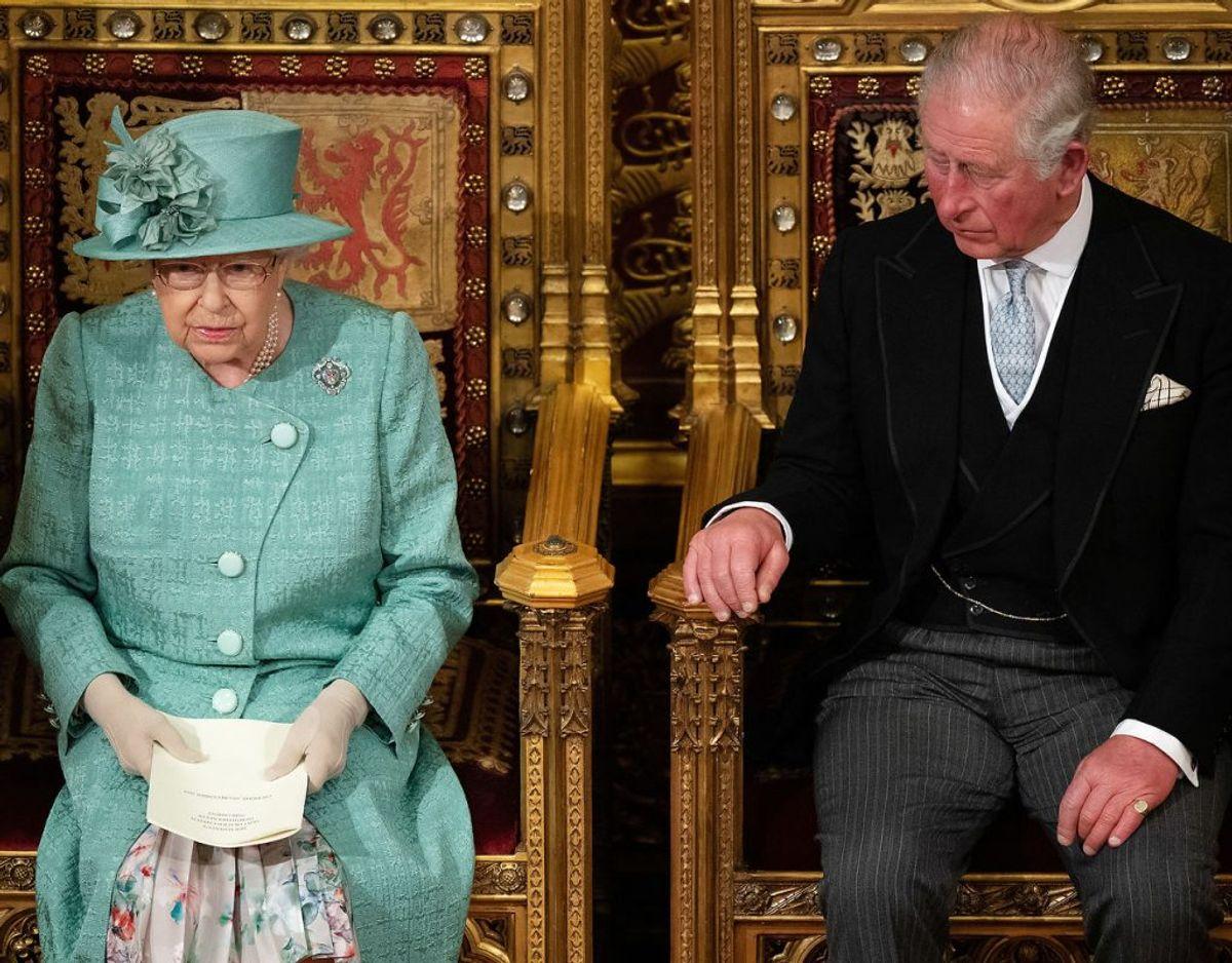 Royale eksperter har luftet tanken om, at dronningen inden for nyere tid vil overlade tronen til sin ældste søn, prins Charles. Disse spekulationer er nu blevet gjort til skamme. Klik videre i galleriet for flere billeder. Foto: Scanpix/Leon Neal/Pool via REUTERS