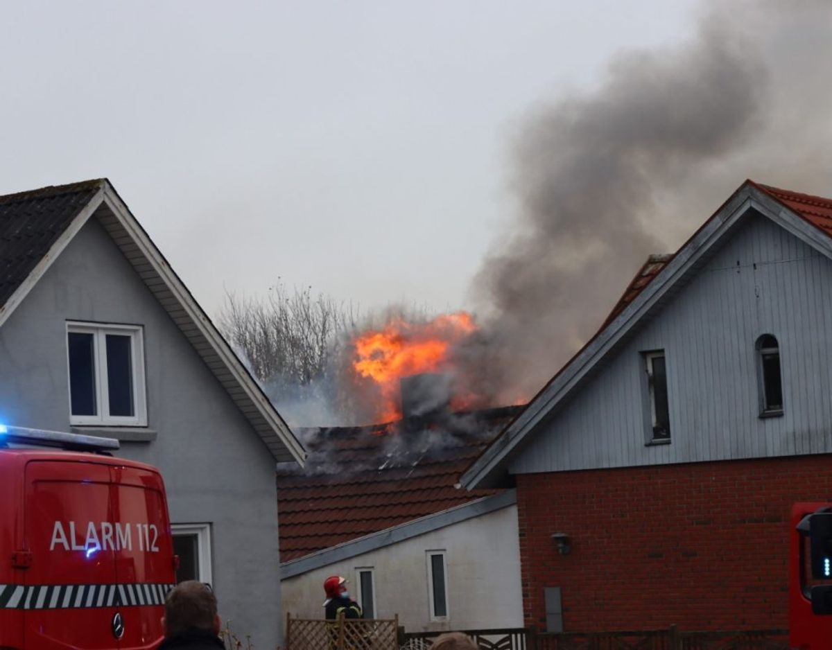 Der er ild i en lejlighed i Sjørring. KLIK VIDERE OG SE FLERE BILLEDER. Foto: Presse-fotos.dk