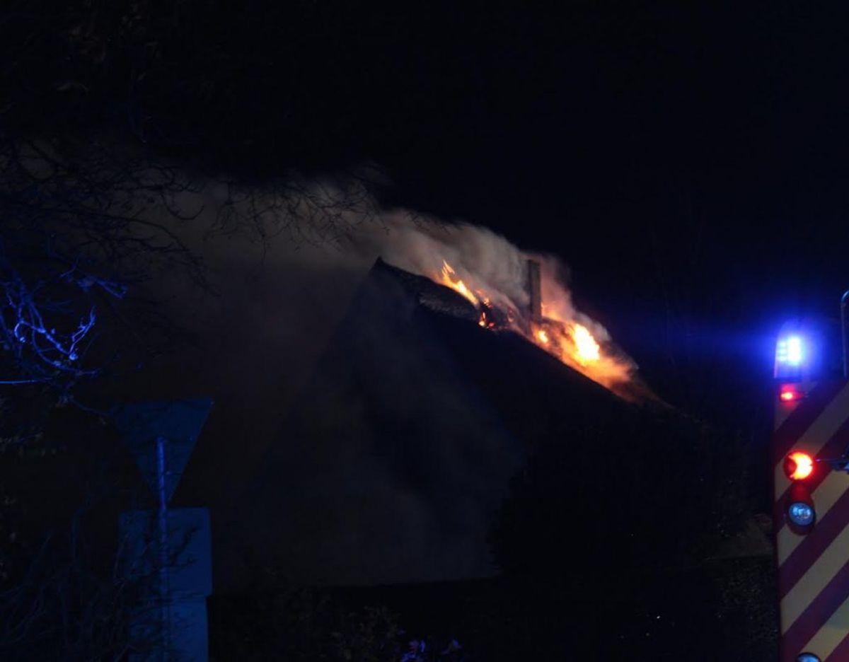 Ilden udvikler kraftig røg. Foto: Presse-fotos.dk