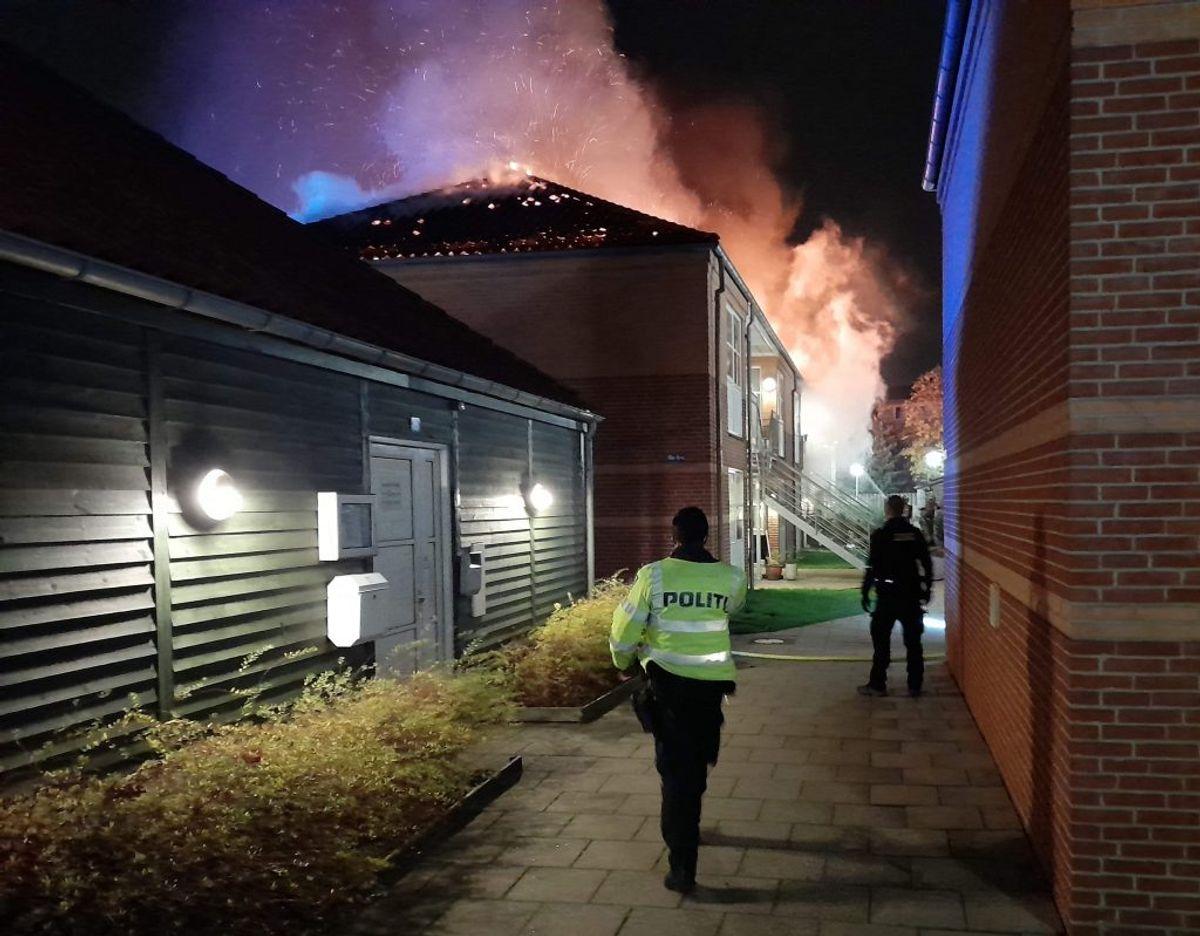 Flere af de evakuerede blev indlagt til observation for røgforgiftning. Foto: Presse-fotos.dk.