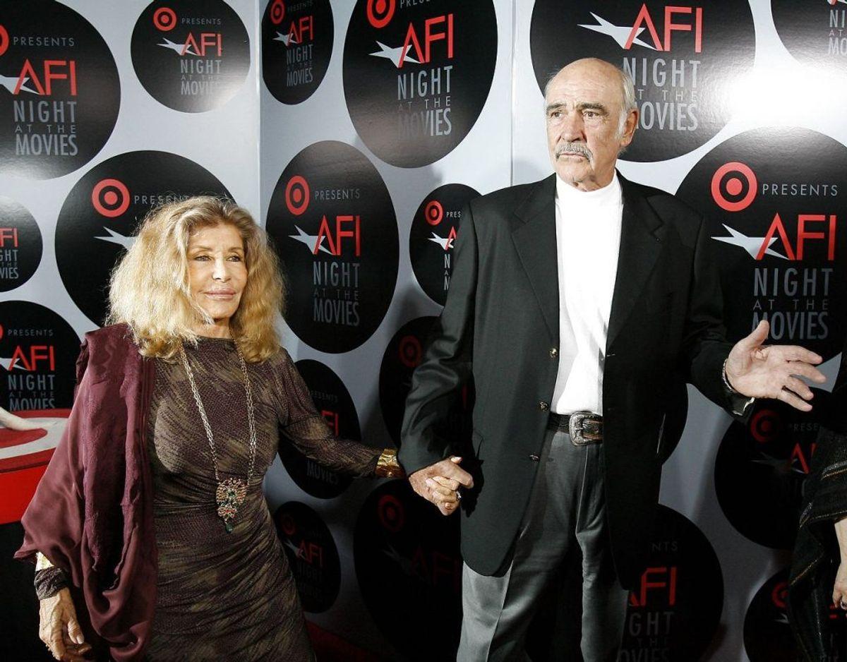 Micheline Roquebrune ses her sammen med sin nyligt afdøde mand, Sean Connery. Klik videre i galleriet for flere billeder. Foto: Scanpix/REUTERS/Mario Anzuoni