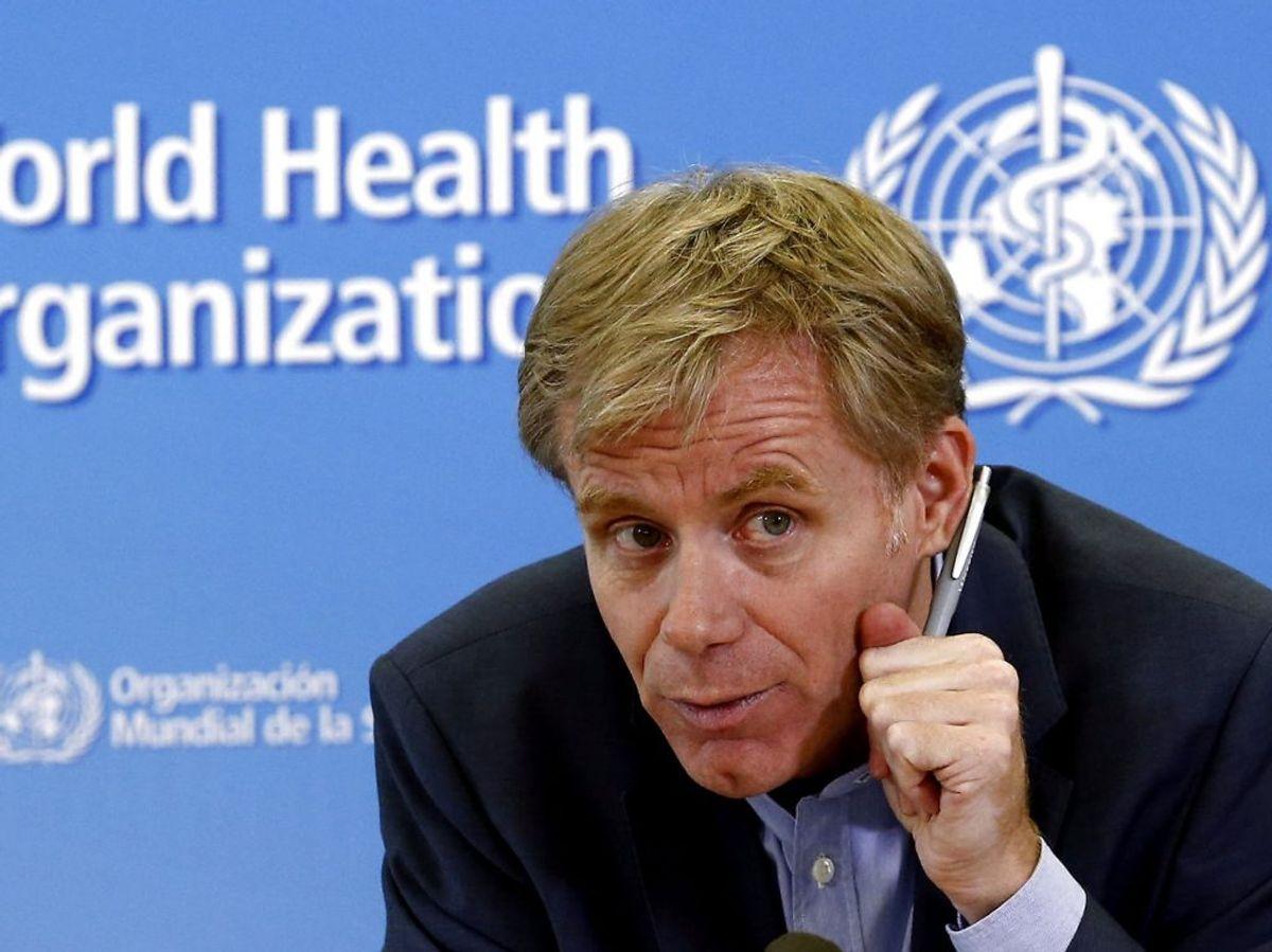 Siden har Bruce Aylward fra WHO kommenteret positivt på vaccinen, som hvis alt går som planlagt, kan distribueres fra marts 2021. Foto: REUTERS/Denis Balibouse