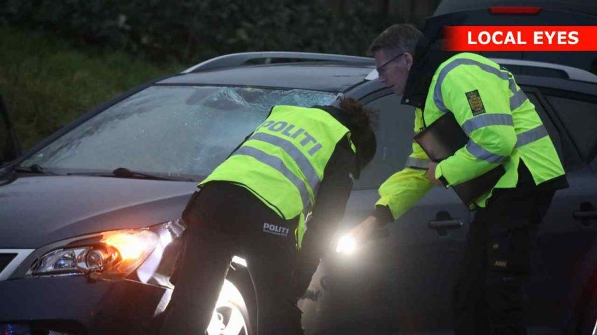 Fodgængeren er ramt af en bil. Foto: Localeyes.dk