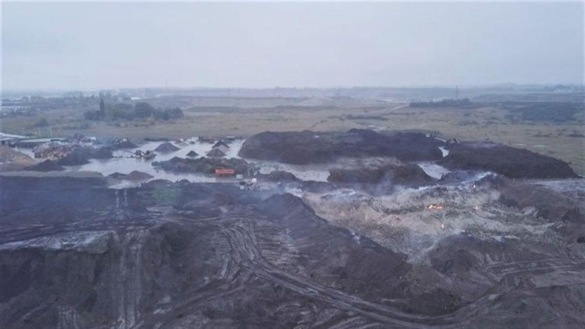 Sådan så branden ud efter fem uger. Klik og se, hvordan den så ud, da den brød ud. Foto: TV2 Lorry