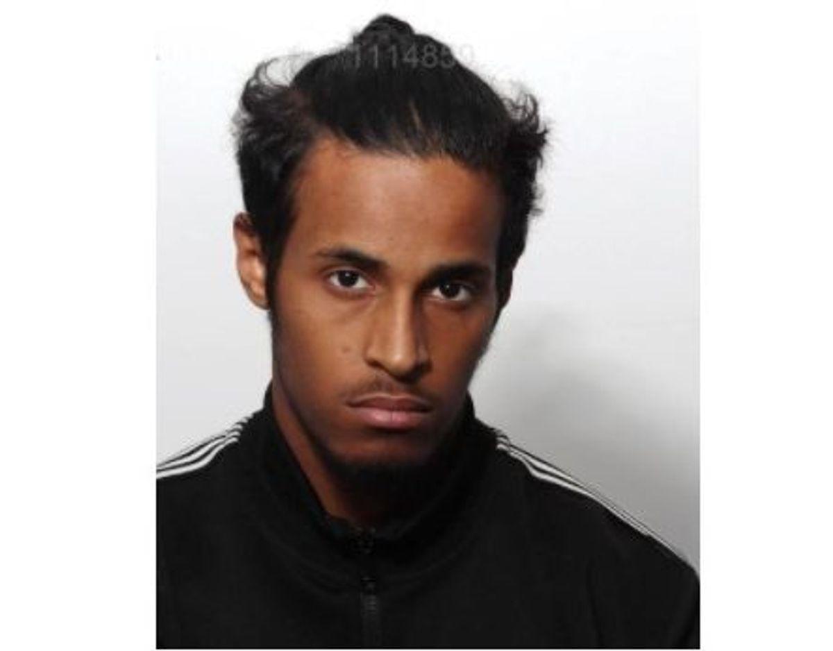 20-årige Hamsa Ali efterlyses. Han mistænkes for at stå bag et knivstikkeri søndag eftermiddag. KLIK VIDERE OG SE FLERE BILLEDER. Foto: Midt- og Vestjyllands Politi