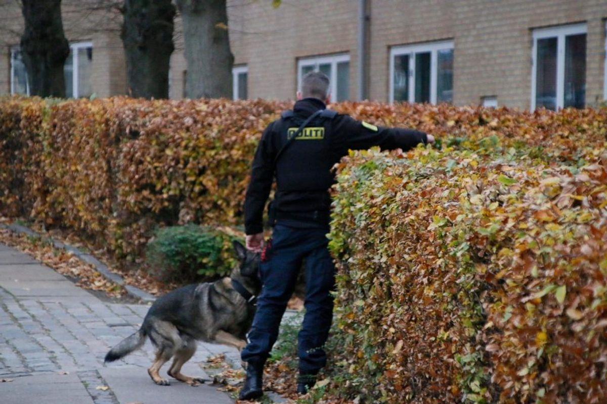 Politiet har onsdag været til stede på Horsebakken i Københavns Nordvestkvarter, hvor en 35-årig mand blev stukket ned. KLIK for flere billeder. Foto: Presse-fotos.dk.