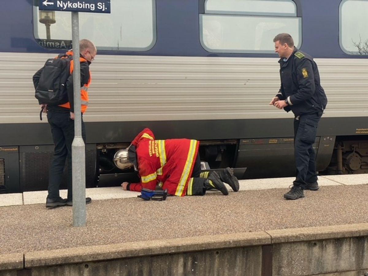 Tirsdag eftermiddag opstod der brand i et passagertog. KLIK for flere billeder. Foto: Presse-fotos.dk.
