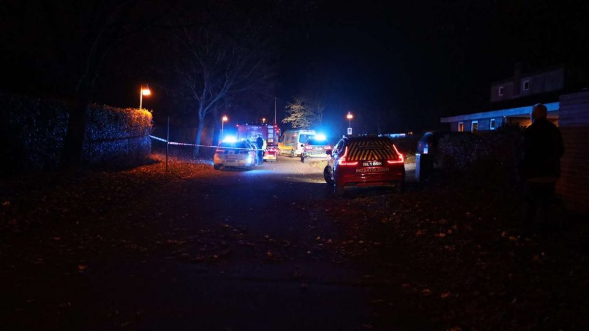 Den 64-årige mand, der blev dræbt mandag aften, blev kørt over af en bakkende bil. KLIK VIDERE OG SE FLERE BILLEDER. Foto: Øxenholt Foto